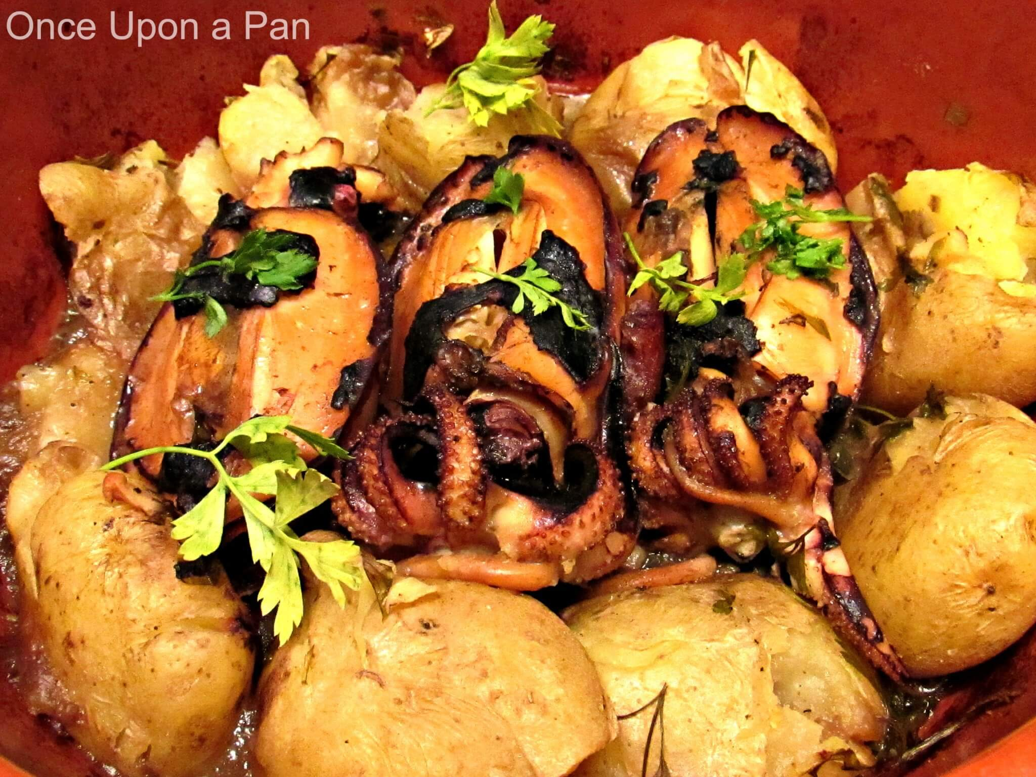 Cuttlefish in the oven with potatoes